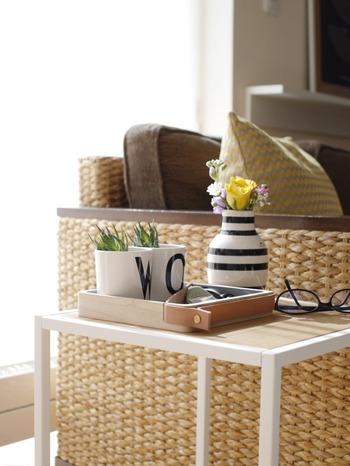 マガジンラックやサイドテーブルなど、ディスプレイも兼ねて椅子の側に。本や雑誌置き場としてはもちろん、読書のお供としてお茶やおやつを置いたり・・・読書スペースを機能的でワンランクアップした空間にしてくれます。