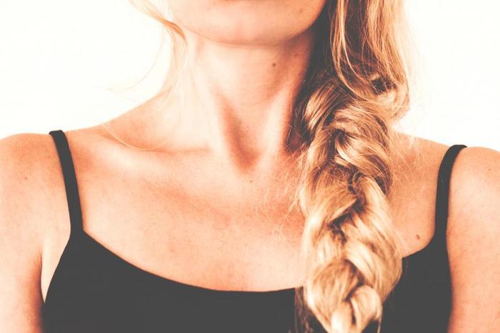 美容院でカットしなくても、自分で切った髪を送付して寄付することができます。その際、完全に乾いた髪の毛であること、切り口を輪ゴムでしっかり縛るなど気をつけたい点があります。