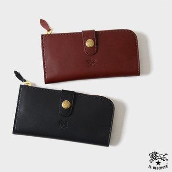 手にすることの多い長財布は、経年変化を感じやすいです。