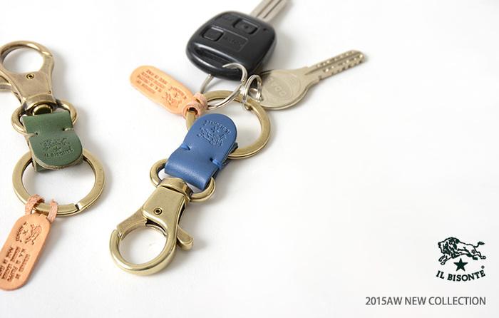 飾り過ぎないキーホルダーは、バリエーションが多くて選ぶのに迷ってしまいます。 ナスカンタイプはバッグやベルトに付けやすく使いやすいですね。