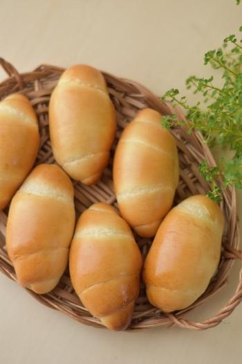 デンプンが老化しやすい温度だから、パンは冷蔵室が苦手。冷凍保存がおすすめです。ラップで1個ずつぴったり包んで、冷凍保存袋に入れ、保存しましょう。