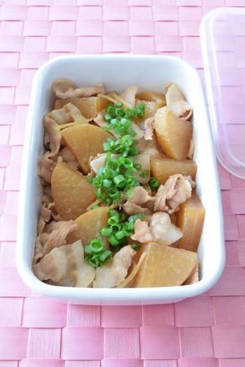 大根が美味しくてお安い時期にぜひ作って欲しい煮物レシピです。豚肉のうまみとダシがしみ込んだ大根は箸が止まらなくなる美味しさです。