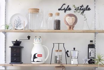 卓上魔法瓶のネコちゃんと、ライオンのオブジェ。アニマル系で合わせするとなんだかほっこり…。置くものに統一感を持たせるのがカフェっぽく見せるコツかもしれませんね。