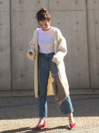 シンプルなスタンダードデニムを自分でカットオフしても。切りっぱなしの裾は、さりげなさやこなれ感がうまれて、素敵ですね!