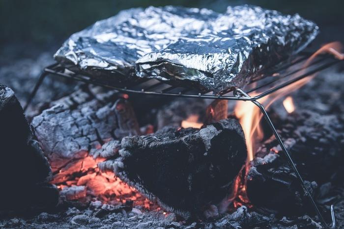 炭火とアルミホイルがあればいろんなメニューが楽しめますよ。後片付けも楽チン♪