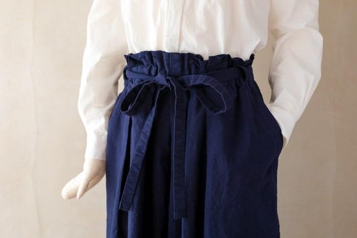 シルエットもとても素敵です。ウェストを絞った時に、気持ちが引き締まって一日元気に過ごせそうなスカートです。