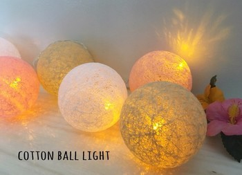 ボンドにひたした麻紐をボールや風船に巻きつけてから乾燥させるだけで、おしゃれなコットンボールライトが作れます。
