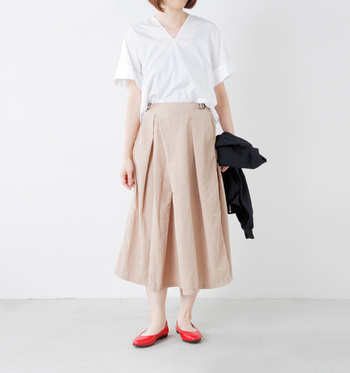 ふんわりしたスカートなら、より足首の細さが強調されて見えます♪