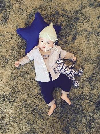 ぽんぽんつきの手作りどんぐり帽子。赤ちゃんの小さいお顔に合わないわけがないですね。