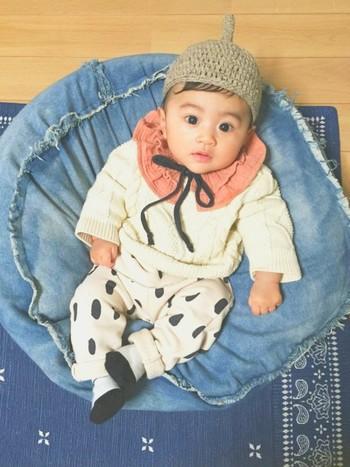 くりくりおめめの赤ちゃんにベストマッチのどんぐり帽子。まるで森の妖精さんみたい。