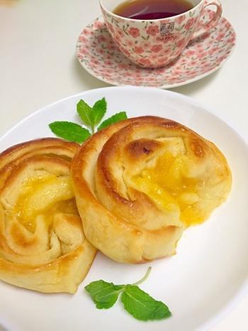 ひと手間かけて、折り込みパンにしてみても。レモンの酸味がバターの風味と相性抜群なんです。