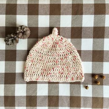 """つぶつぶの毛糸で作った""""つぶつぶベリーのどんぐり帽子""""。毛糸を変えるだけで雰囲気が変わりますね。"""