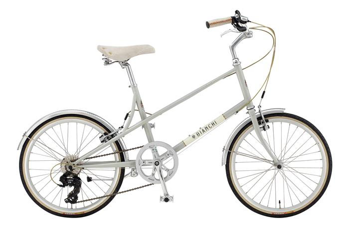 こちらはシティバイクでもご紹介したビアンキの『MINIVERO-7 LADY(ミニベロ-7レディ)』。小さめの39サイズなので、身長150㎝以下の女性でも乗れるモデルとなっています。サドルやグリップなどのディテールの美しさも特徴です♪