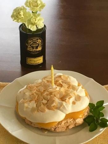 メレンゲ菓子のパブロワにもぴったり♪ ろうそくを立てて、誕生日ケーキ代わりにもいいですね。