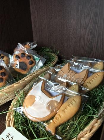 アイシングで柄を付けられたネコクッキーは甘さ控えめなレモン味。単品でも魚クッキーがセットになっています。150円(税込)とお手頃だから色んな柄の子が欲しくなっちゃう!