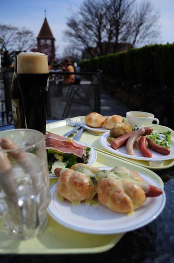 グルメも充実。バーベキューやレストランでドイツ料理を堪能できます。ドッグランもあるので、愛犬と一緒に一日たっぷり楽しめますよ。