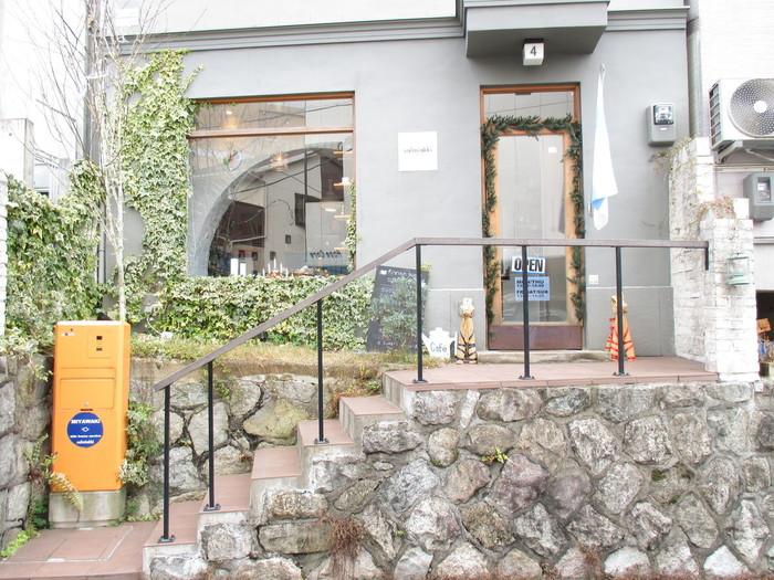 京都にあるサルミアッキ。店主がセレクトした、「今の日本」に馴染むフィンランドのヴィンテージ製品がが多数取り揃えてあります。