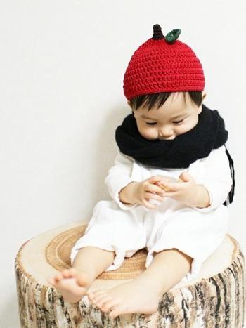 キュートなりんごのニット帽を主役に、黒のストールでちょっぴり大人感をプラス。メリハリを効かせたコーディネートです。  ■UNIQLO/ストール
