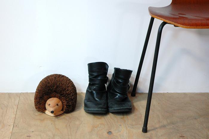 こちらはREDECKER(レデッカー)の泥落とし用ハリネズミ。その名の通り、靴底の泥を落としてくれます。可愛すぎて使うのがもったいなくなるくらい。愛くるしいハリネズミ君が玄関でお出迎えしてくれます。