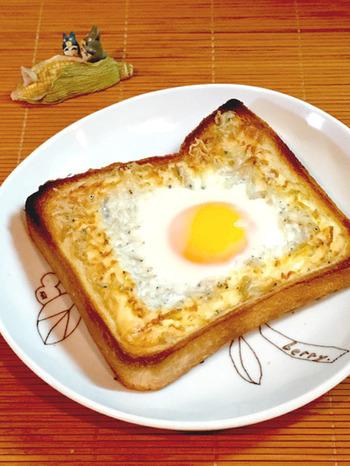 しらすの塩気がアクセントに。しらすは、バターやマヨネーズとの相性も抜群。おかわりしたくなるおいしさです。パンの耳が焦げやすいので、途中からアルミホイルをかぶせるのもおすすめ。