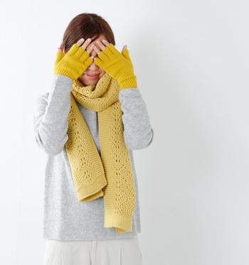 冬にしか楽しめないのが、手袋を取り入れたコーディネートです。様々な素材とデザインの、日々のおしゃれを格上げする手袋の数々…お気に入りのひとつを見つけて、冬のおしゃれを思い切り楽しみましょう☆