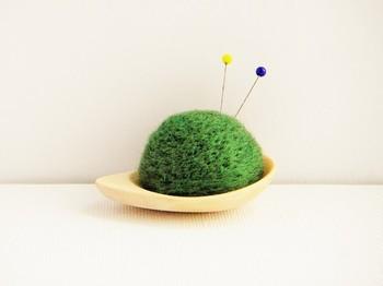 本物の苔玉みたい!羊毛フェルトで作られています。