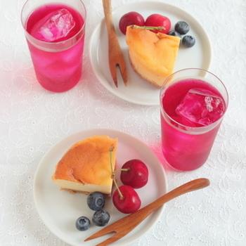 鮮やかな天然色♪夏バテ解消に効果的な「しそジュース」の作り方と効能、アレンジレシピをご紹介