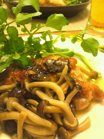 かける以外にも肉や魚を焼く時に使ったり、キノコ類などを蒸す時に使ったり。色々な料理の仕上げに便利です。