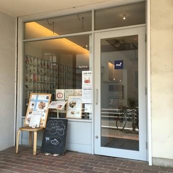 北欧通りともよばれる『大正通り』にあるカフェ&ポストカード屋さんです。