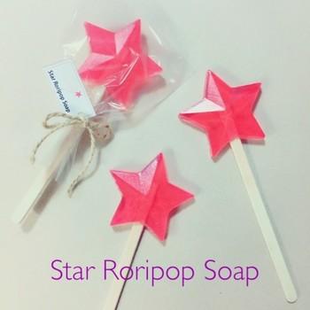 棒を付けて、ロリポップキャンディーのようなソープも可愛らしくて、プレゼントにも◎