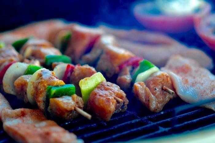 Photo on [Visualhunt](https://visualhunt.com/re4/c2cc1c08) 肉やソーセージ、野菜も串刺しで炭火にかざせば鉄板では味わえないものとなります。
