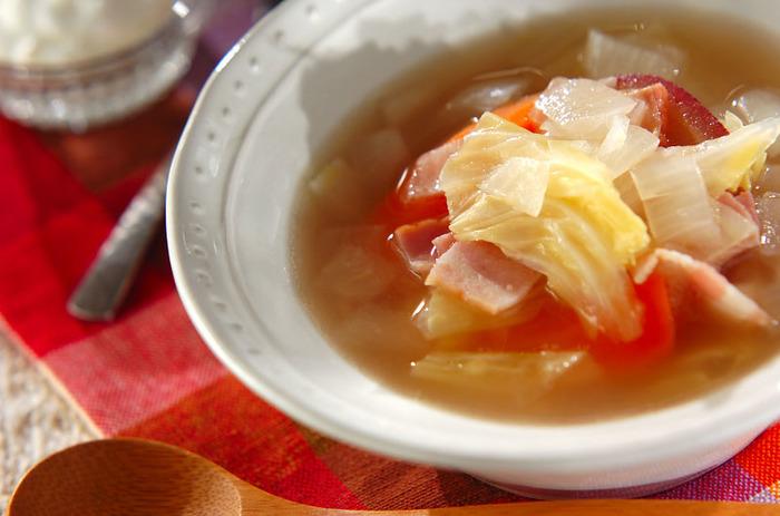 野菜スープやシチューなどの煮込み料理にホエーを混ぜるとコクが出てオススメ。ご飯を炊く時に水に混ぜるのも、簡単にホエーの栄養を取り込めます。