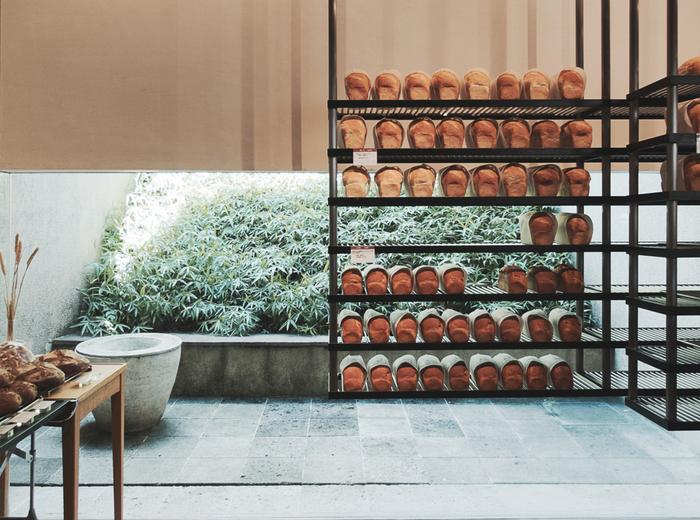 東急裏手の住宅街にひっそりたたずんでいるパン屋さんです。オシャレな空間なパン屋さんで人気があるのも納得です。