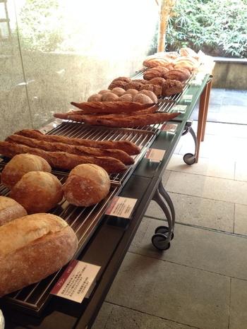 少し変わったパンも多く、これも食べてみたい・・あれも食べてみたい・・と迷ってしまいます。イートインはやっておらず、テイクアウトのみになります。