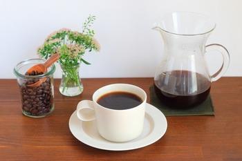 他には、乾燥させたコーヒーを使うのもいいみたいです。 コーヒーには脱臭効果もあるので、同じ作り方で脱臭剤も作れそうですね。