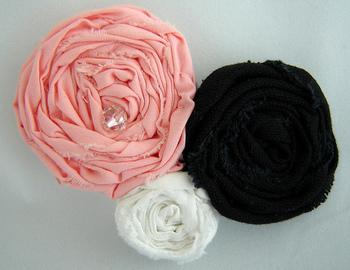 布の耳も利用して、簡単なのに雰囲気のあるお花ができました。