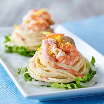 『鳥取県境港水揚げ紅ずわいがにのシーフードサラダ』  見た目も華やかなパスタサラダ。ソースが程よく絡んでとても美味しいサラダです。 ※販売期間:~2017年4月26日