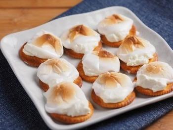 水切りヨーグルトを使ったスイーツもいっぱい!こちらは水切りヨーグルトとマシュマロで作ったお菓子「スモア」。
