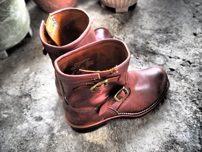 アメリカで生まれた、作業用の無骨で丈夫なブーツ。それがエンジニアブーツです。近年ではファッションアイテムとして取り入れる方も多く、馴染みのあるアイテム。キナリノ読者の皆様におすすめな、エンジニアブーツのコーディネートをご紹介します。