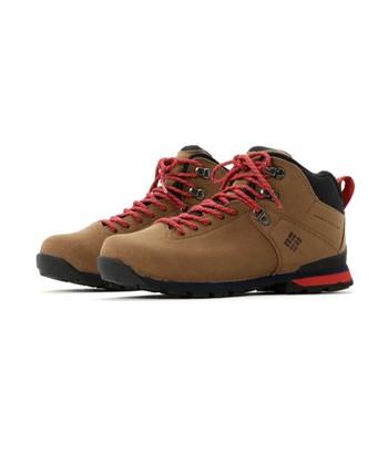 登山靴を選ぶ際に一番大切なのがサイズ(フィット)感です。どのブランドも機能的には申し分ないので後は自分の足の形と合っているかどうか。それぞれ足の形に個人差があるように各ブランドのシューズにも特徴があります。いろんなものを履き比べて一番しっくりくるものを選ぶのがポイントです。