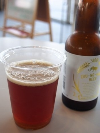 横浜の地ビール「ZOU-NO-HANABEER」です。 いいですね~♪海を眺めながら一杯…なんて幸せですね。