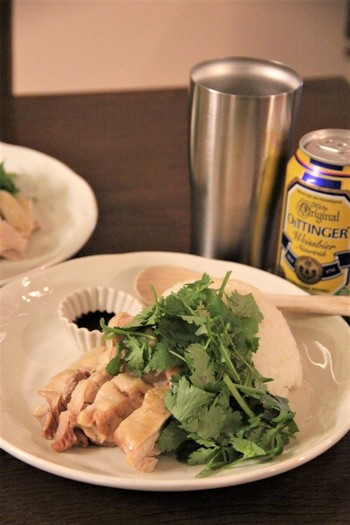 シンガポール風チキンライスなら、茹で汁までしっかり活用できます。パクチーをたっぷり添えて召し上がれ♪