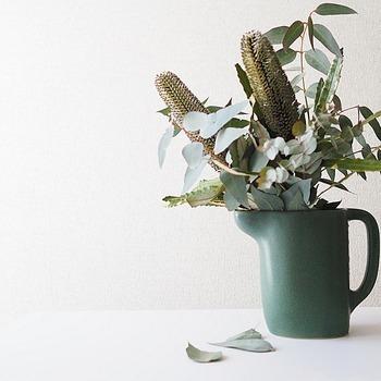 ユーカリは暮らしに取り入れやすいグリーンです。アレンジもしやすく、お手入れもしやすく、グリーンを扱いなれていない人にもやさしい植物なんですよ。