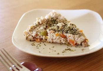 玄米ごはんと木綿豆腐、ニンジン、タマネギで作るとってもヘルシーな玄米キッシュ。中に入れる野菜などアレンジ可能なので、覚えておくと便利なヘルシーレシピです。