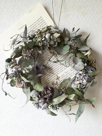 リースもウォールデコレーションとしておすすめな飾り方です。華やかな雰囲気とともに、良い香りがほのかに漂います。
