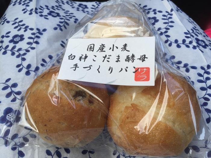 八王子の工場直売パン屋「サラ ブレッドハウス」の白神こだま酵母を使ったパンもこちらで購入することができます。ごくシンプルな材料で丁寧につくられたパンならではの素材の味が楽しめます。