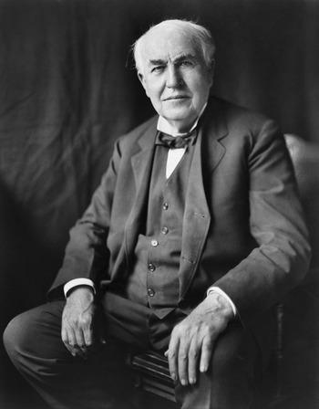 でも「電球」と言って忘れてはならないのが、電球を初めて発明したトーマス・エジソン氏。彼の発明が無ければ、今の私達の生活は全く違ったものになっていたかもしれません。