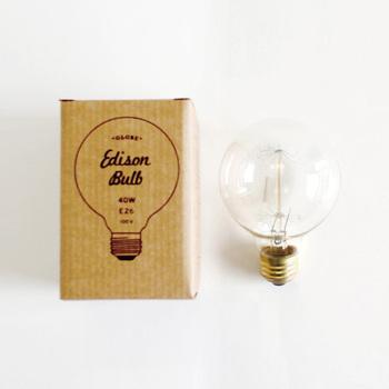 それがこのエジソンバルブ。おしゃれな雑貨屋さんや家具屋さんで見かけたことがある方もいるかもしれません。とても今風のスタイリッシュな箱なのですが、中身は1870年代の電球を復刻したものなんです。
