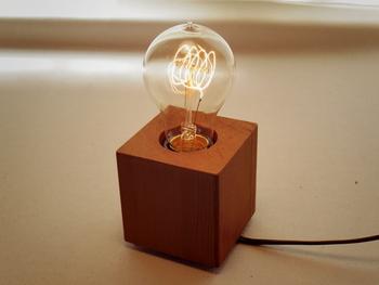 そのエジソンバブルの明かりがこちら!どこか懐かしさを感じさせてくれる、なんともレトロな雰囲気。LEDとは違った柔らかさのある明かりですよね。