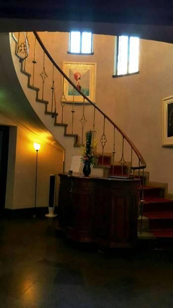 印象的な螺旋階段♪曲線のラインが美しい手すりも必見です。アンティークな雰囲気が漂います。